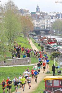 Les coureurs sur le Quai St-Cyr